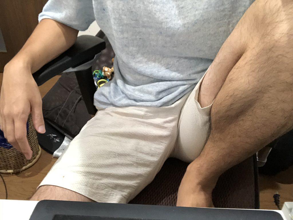 片足の裏をべったりつけて座る